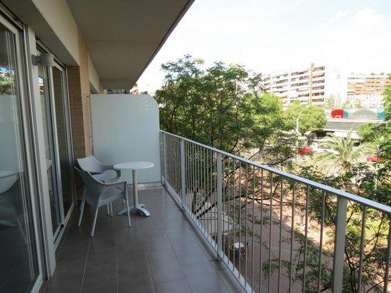 08028 apartments : Ruim balkon.