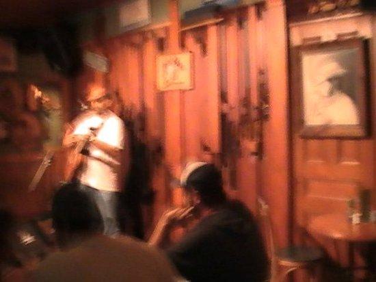 Little Bar Restaurant: Live music