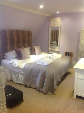 Langtry Manor Hotel: luxury bed