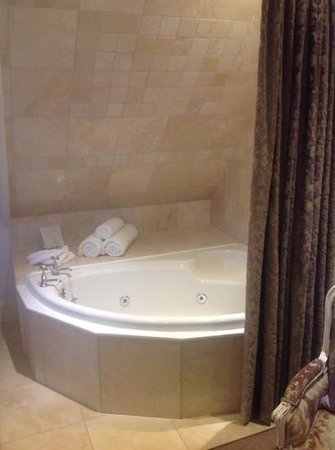Langtry Manor Hotel: jacuzzi
