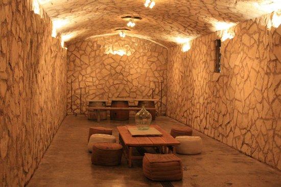 Sunstone Vineyards & Winery: Área interna