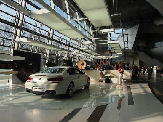 BMW Welt: Interior. Planta baja