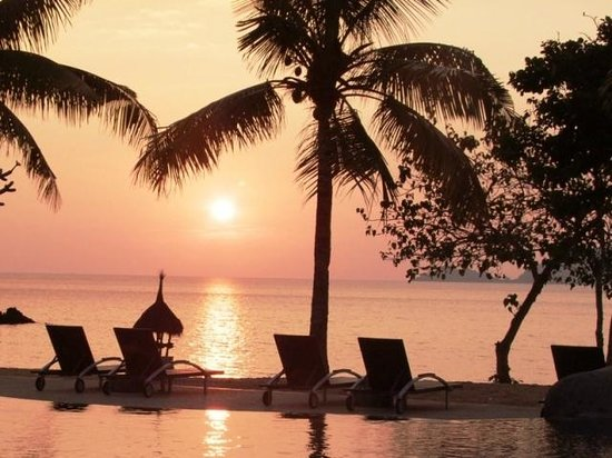 Bintang Flores Hotel: Sunset by the pool