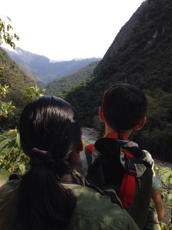 Inkaterra Machu Picchu Pueblo Hotel: Treasure Hunt with my son and Carmen