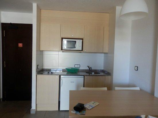 Apartaments CYE Salou: Cocina