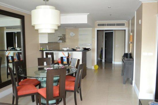 Marriott's Mai Khao Beach - Phuket : Кухня-столовая-гостиная