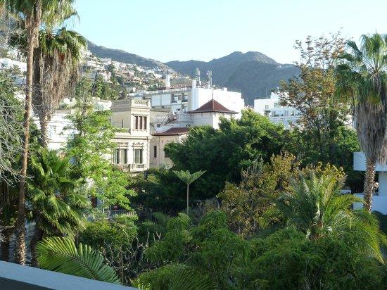 Hotel Colon Rambla: View of villas & mountains