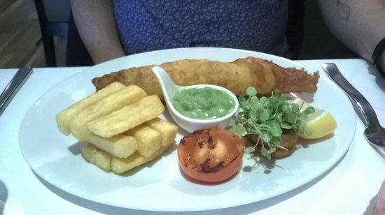 Savoro Restaurant with Rooms: Fish & Chips at Savoro