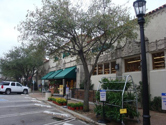 Highland Park Village: Beautiful trees hide grocery store that's moving out