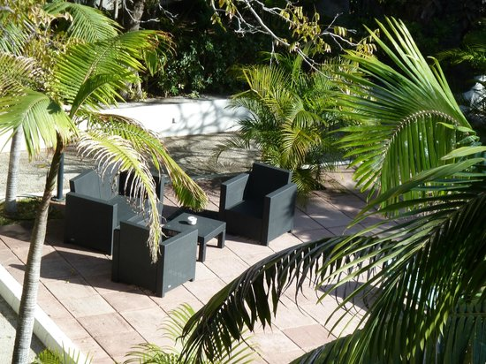 Hotel Colon Rambla: Armchairs by the pool