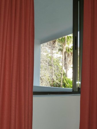 Hotel Colon Rambla: View from bed