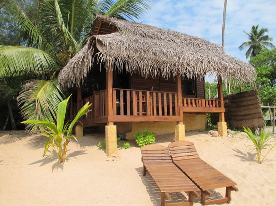 Ganesh Garden Beach Cabanas: 1st row Cabana