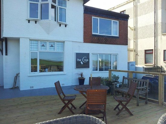 The Cove Guesthouse: Shared Decking outsite