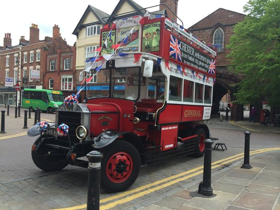 Chester Heritage Tours: Vintage bus