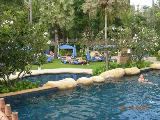 Jomtien Palm Beach Hotel & Resort: Vanaf de brug