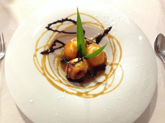 Restaurante Casa Ces: Níspero rellenos de crema