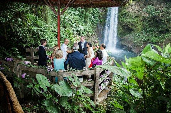 La Paz Waterfall Gardens: getting married!