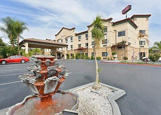 Comfort Suites Redlands: exterior
