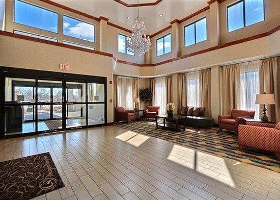 Comfort Suites Auburn Hills: MILobby View