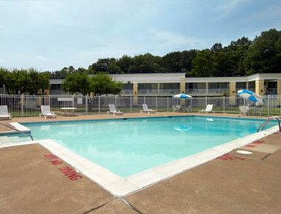 Days Inn Fredericksburg North : Pool