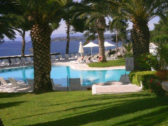 Club Marmara Lena Mary : piscine avec vue sur la plage
