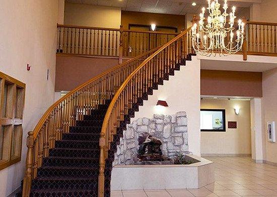 Comfort Suites Kansas City - Liberty : CSLiberty Lobby Stairway