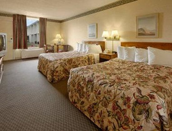 Days Inn Meadville Conference Center : Standard Two Double Bed Room