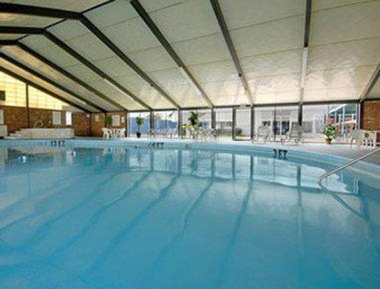 Days Inn Meadville Conference Center : Pool