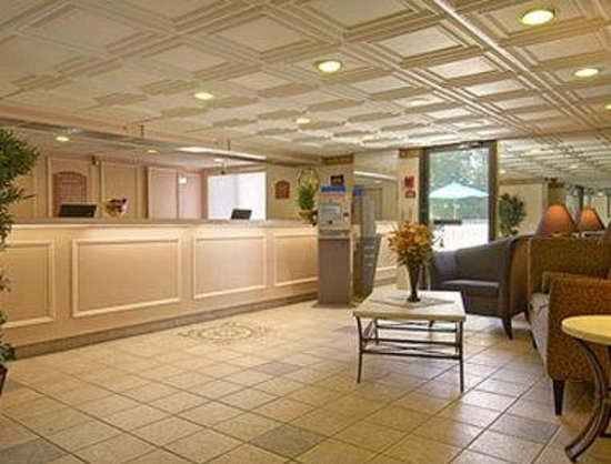 Days Inn East Windsor/Hightstown: Lobby