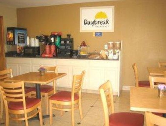 Days Inn Augusta Wheeler Road: Breakfast Area