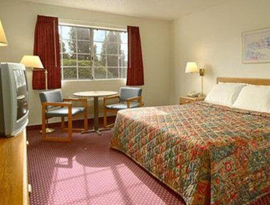 Days Inn Fremont: Standard King Bed Room