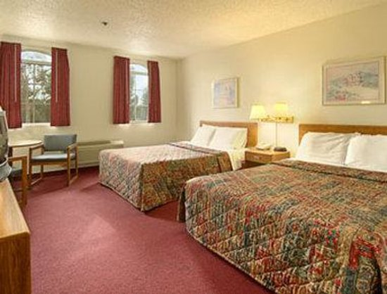 Days Inn Fremont: Standard Two Double Bed Room