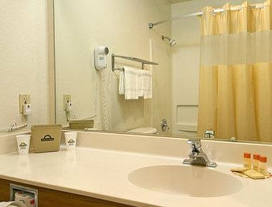 Days Inn Fremont: Bathroom
