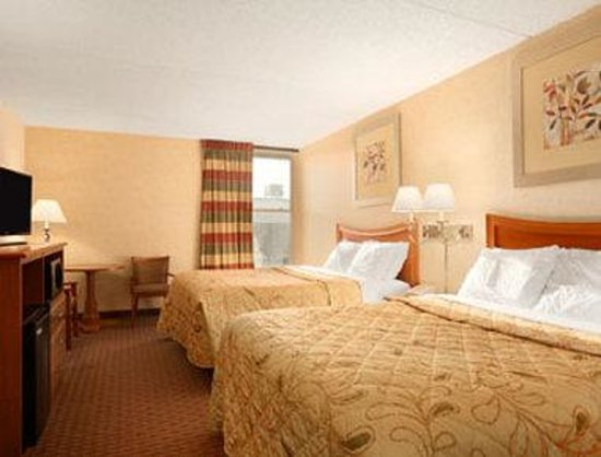 Days Inn Bangor Airport: Standard 2 Queen Room