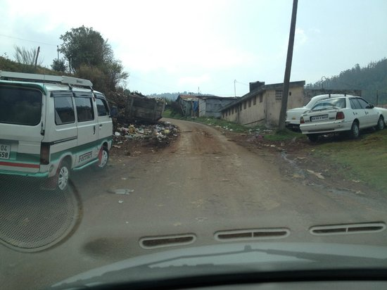 Delightz Inn Resorts: Nearly 2Km of bad pothole laden access road to the hotel