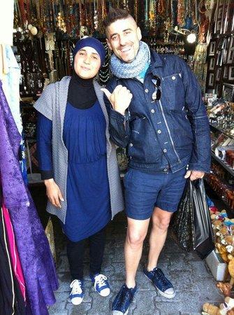 Medina of Hammamet : Contrattazione con la mia amica Yasmine