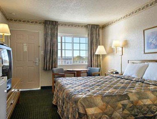 Days Inn Oroville: Standard King Bed Room