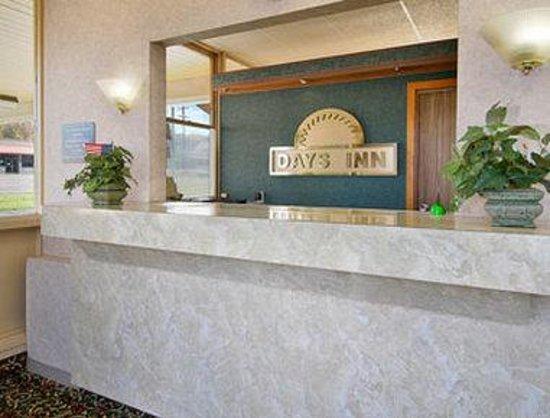 Days Inn Niles: Lobby