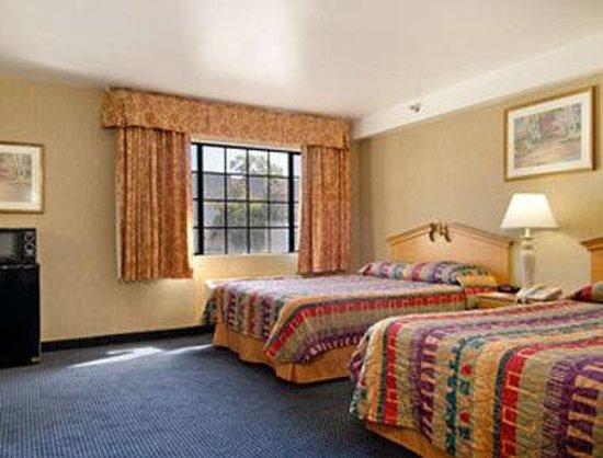 Days Inn & Suites Artesia: Standard Two Queen Bed Room
