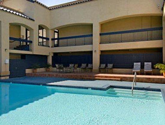 Days Inn & Suites Artesia: Pool