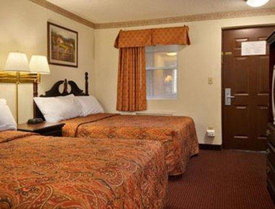 Days Inn Ridgefield NJ : Standard Two Double Bed Room