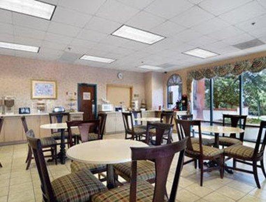 Days Inn & Suites Savannah Gateway/I-95 and 204: Breakfast Area
