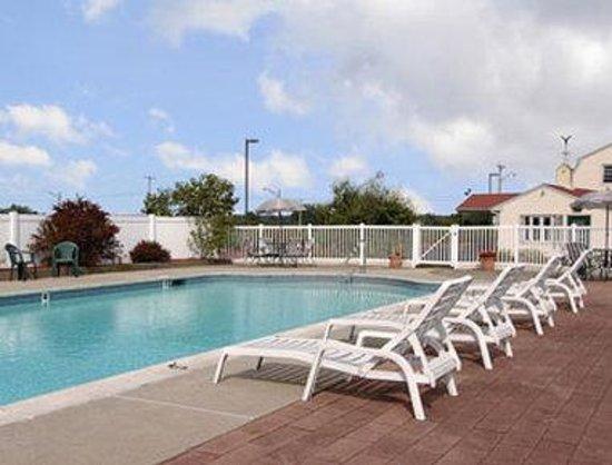 Days Inn Concord : Pool