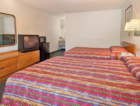 Days Inn Elizabeth City: Standard Two Double Bed Room