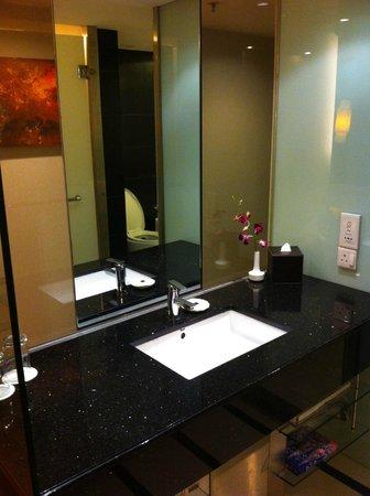 Seri Pacific Hotel: Club bedroom