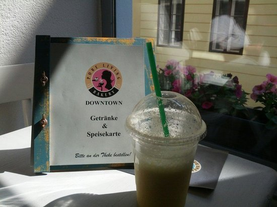 Pure Living Bakery Downtown: South pacific smoothie