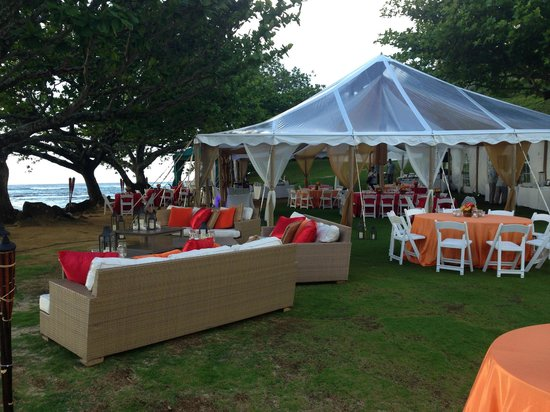 St. Regis Princeville Resort : Party on the beach!