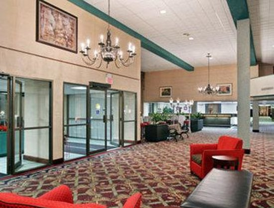 Ramada Lansing Hotel And Conference Center : Lobby