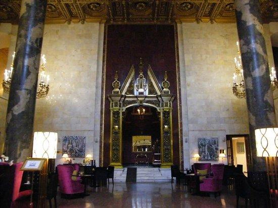 Hilton Moscow Leningradskaya: The lobby