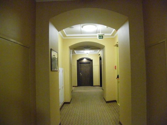 Hilton Moscow Leningradskaya: hallway to the rooms...